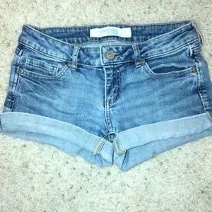 CHARLOTTE RUSSE Low-rise jean shorts